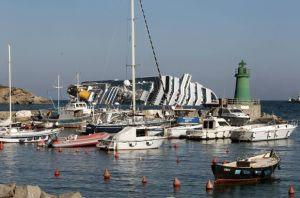 La guardia costera italiana ordenó al capitán del crucero accidentado que regresara a su barco (+Transcripción)
