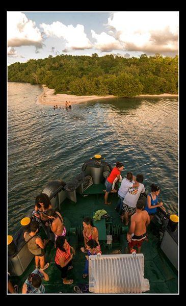 Paseo en barco a los ballenatos. Foto: Carlos E. Escalona Marti